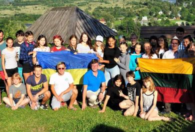 «Я дуже хочу, щоб кожен із вас не боявся». 15 історій підлітків, яких торкнулася війна на Донбасі